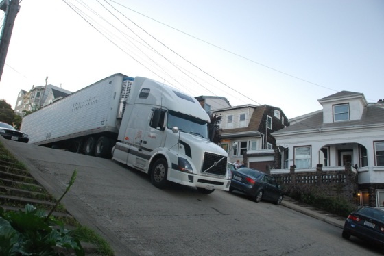 semitruck-stuck-on-hill san fran